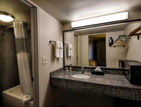 Howard Johnson Scottsdale Old Town: Bathroom