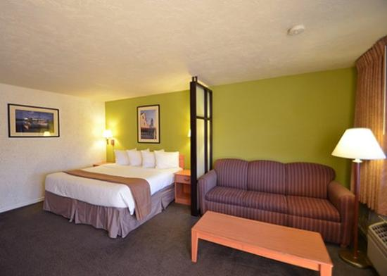 Quality Inn & Suites at Coos Bay: Room