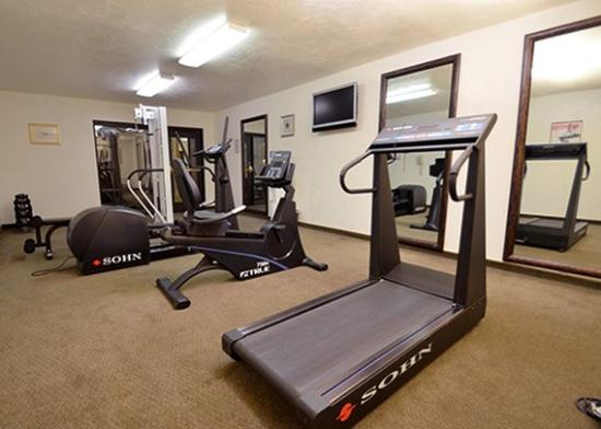 Quality Inn & Suites at Coos Bay: Gym