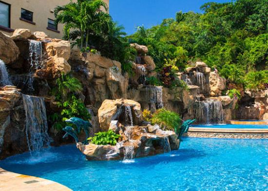 Clarion Suites Roatan at Pineapple Villas: Pool