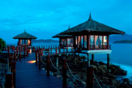 Vinpearl Luxury Nha Trang: Situated comfortably on Hon Tre Island