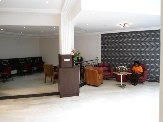 ‪‪Savannah Suites Hotel‬: Lobby / lounge Area‬