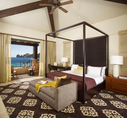 Hacienda Beach Club & Residences: Master Bedroom