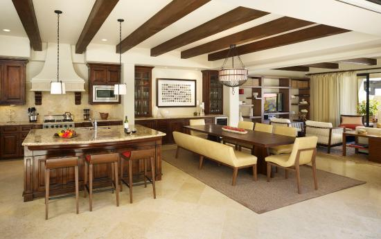 Hacienda Beach Club & Residences: Dining and Living rooom