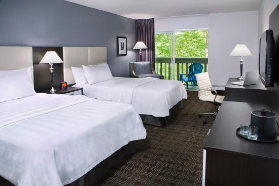 Toronto Don Valley Hotel & Suites: YYZDVDouble Queen Guestroom