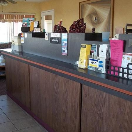 Hacienda Motel Yuma: Lobby