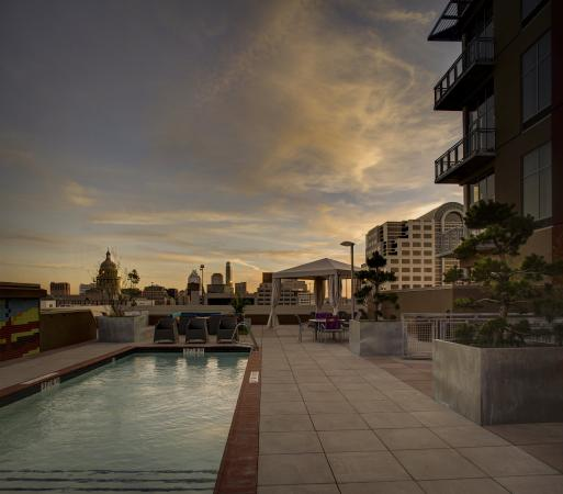 Hampton Inn & Suites Austin at The University/Capitol: Rooftop Pool