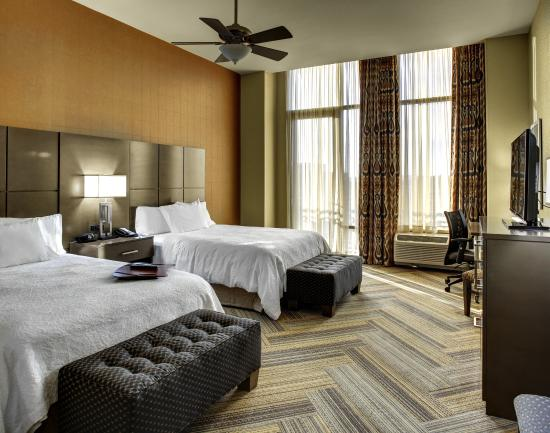 Hampton Inn & Suites Austin at The University/Capitol: Guestroom