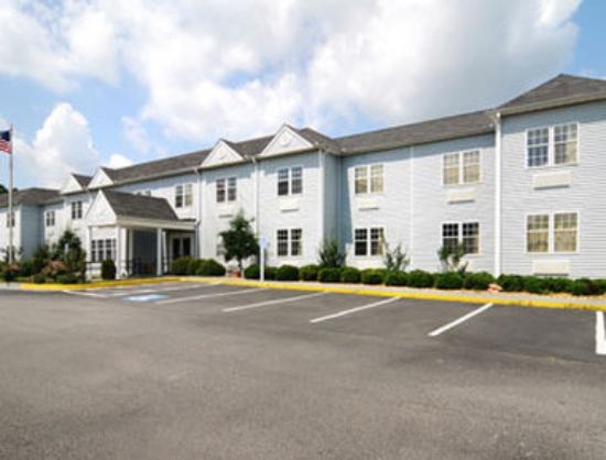 Holiday Lodge: Welcome to the Microtel Inn and Suites Greensboro