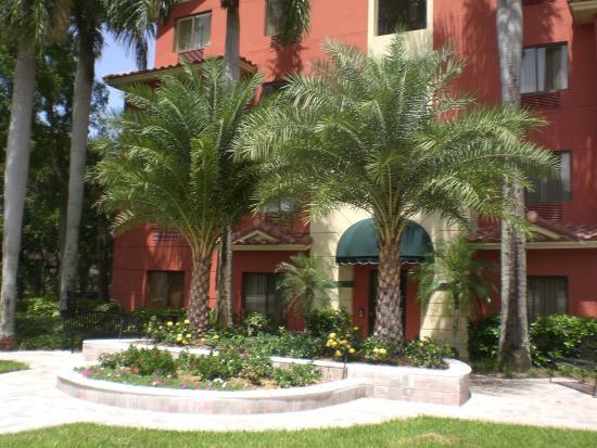 Best Western Plus Palm Beach Gardens Hotel Suites Conference Center West Entrance