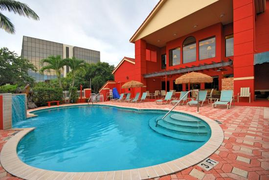 Best Western Plus Palm Beach Gardens Hotel & Suites & Conference Center: Heated Pool