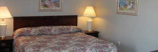 Skyline Inn & Suites: Single