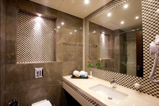 Lancaster Suites Raouche: Guest Bathroom