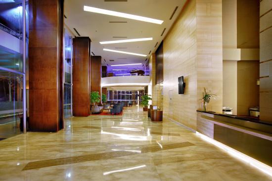 Aston Pluit Hotel & Residence: Lobby