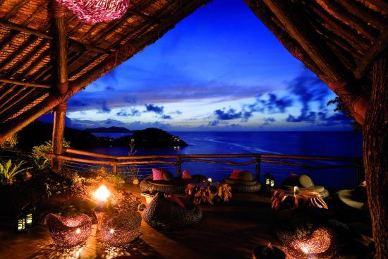 Laucala Island Resort : Rock Lounge Sunset
