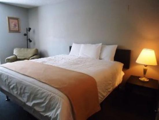 Travelodge Big Bear Lake: Standard King Bedroom