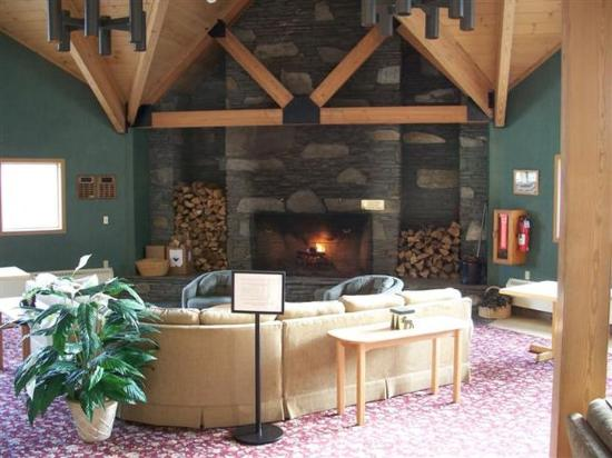 ‪ذا لودج آت لينكولن ستيشن: Lodge Common Area Great Room Lincoln ,NH(Small )‬