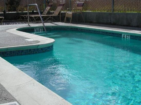 كونتينيتال إن: Continental Inn Pool