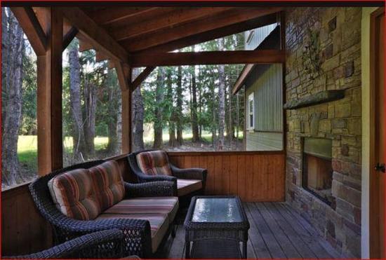 Kokanee Springs Golf Resort : Lobby view
