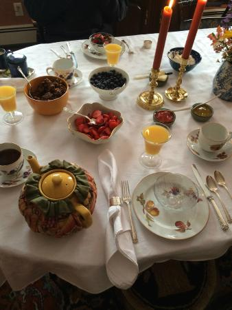 Morningside Inn: Breakfast table setting.