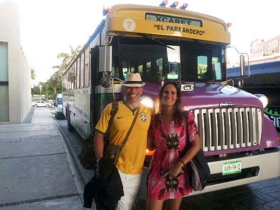 Xcaret Park: O ônibus que leva até o parque pega os turistas nos hotéis.