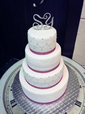 Voici le gâteau de mariage que jai commandé pour ma meilleure amie ...