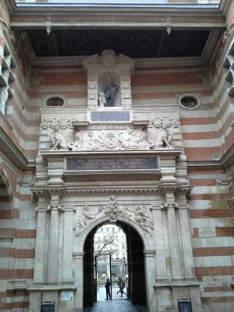 Toulouse Walking Tours : Inside the Capitol