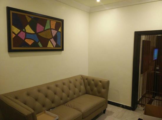 Quo Vadis Hotel Abuja: Junior Suite Sitting area