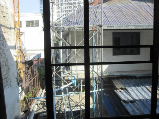 Roong Ruang Hotel: Aussicht aus dem Fenster