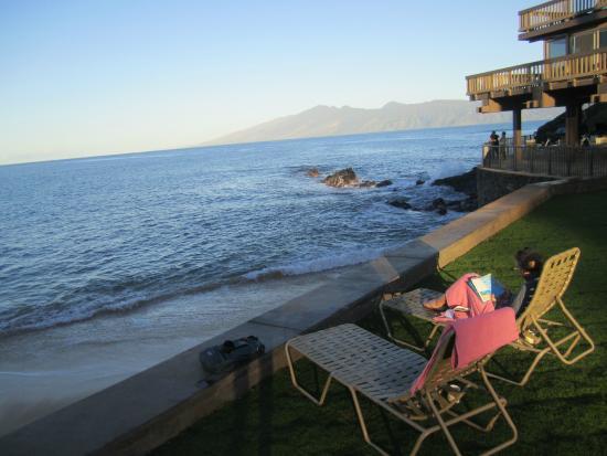 Kahana Sunset: Overlooking Beach