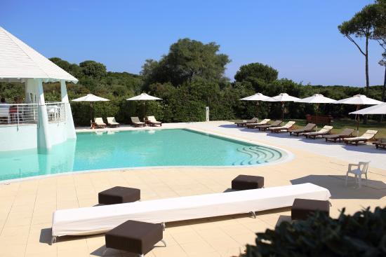 Hotel la coluccia santa teresa di gallura italie voir for Conca verde piscine
