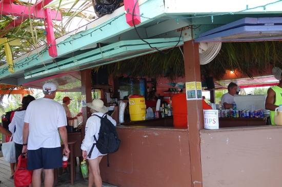 Nippers Beach Bar & Grill : бар