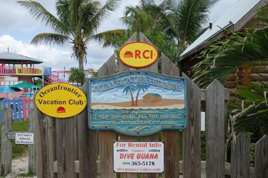 Nippers Beach Bar & Grill : вход