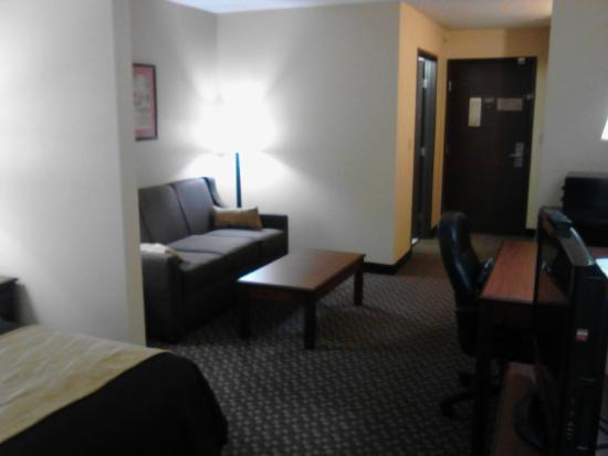 Comfort Inn: Room 313: Sitting Area