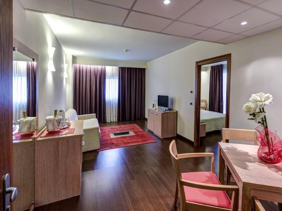 Angolo soggiorno Suite - Picture of Hotel Capital Rovigo, Rovigo ...