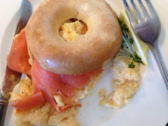 Russells Restaurant: Big breakfast: Salmon, scrambled eggs and bagel