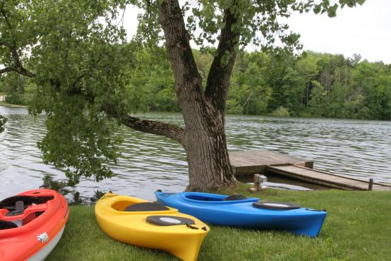 Black Swan Inn Berkshires, an Ascend Collection Hotel: Kayaks for rent