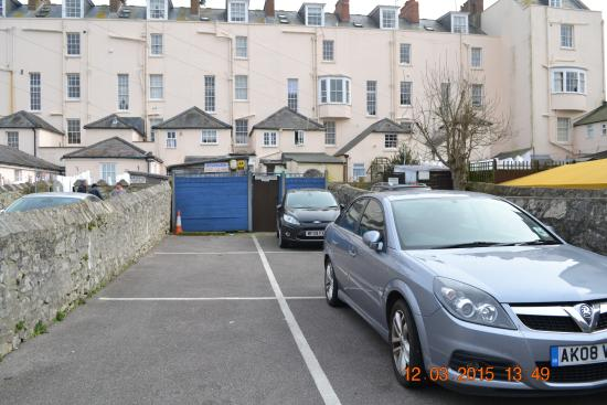 Letchworth Guest House : Parking at rear of guest house