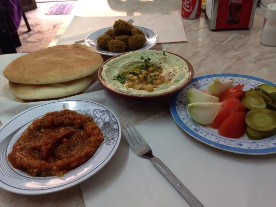 Abu Shukri : Humus, falafel, bread & Turkish salad