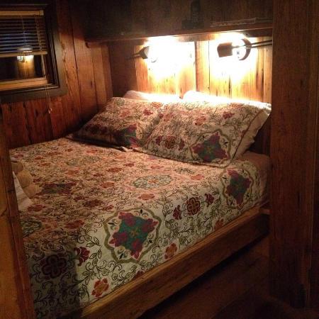Blue Moon Rising: Walden Queen Bed Nook