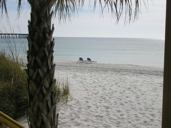 Chateau Motel: View from Beach Room!