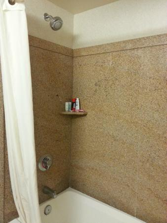 Comfort Inn & Suites Yuma: Tub/shower