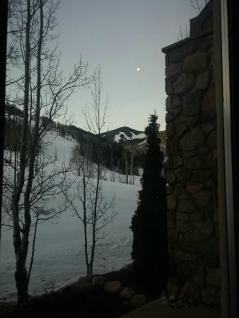 Highlands Slopeside: This was the view from the back door where we walked out to ski.