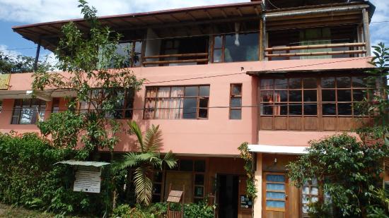 Bio Hostal Mindo Cloud Forest: Fachada Principal Biohostal