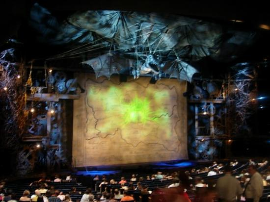 a review of the show wicked staged in the gershwin theater When we arrived at the gershwin theatre, we were greeted with a  after the  show, head to the stage door for a chance at meeting the  we were provided  with 2 tickets to wicked on broadway for the purpose of this review.
