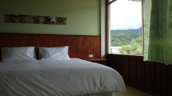 Bio Hostal Mindo Cloud Forest: Hab Couple Private Ensuite Mountain View