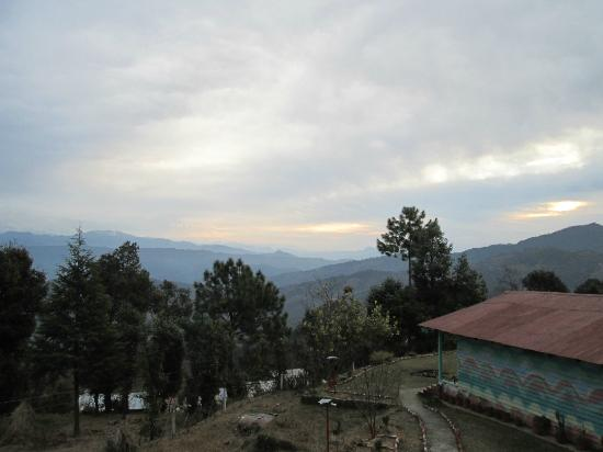 Blossom Hotel and Resort: View of Himalaya range from the balcony