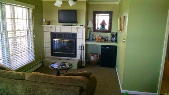 """LeFevre Inn & Resort : """"Family"""" half of room"""