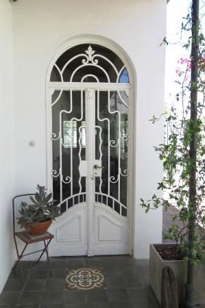 279 Boutique Bed+Breakfast: Fleur-de- lis/ Entrance door