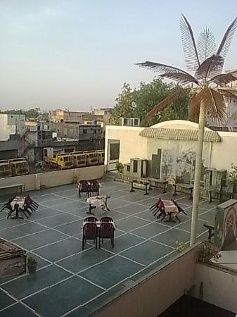 Mahendra Hotel